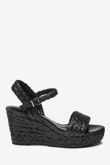 Туфли на танкетке с плетением