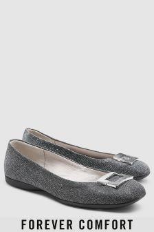 נעלי בובה עם אבזם של Forever Comfort