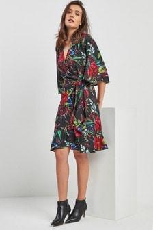 Платье с цветочным рисунком и запахом