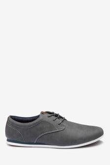 حذاء دربي بكعب عريض