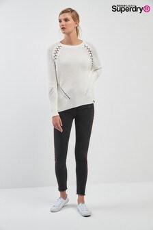 Superdry Jeans mit sternenverzierten Seitenstreifen