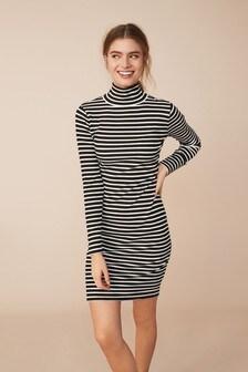 שמלה עם צווארון מתגלגל ושרוול ארוך