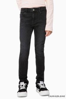 סקיני ג'ינס בגזרה בינונית של Calvin Klein Jeans, בצבע שחור