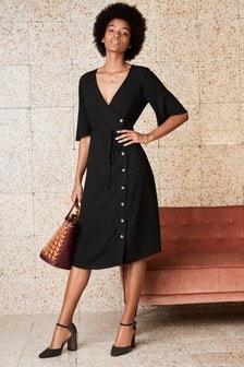 Платье из фактурной ткани с пуговичной застежкой сбоку