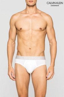 Braguitas brancas a la cadera de Calvin Klein