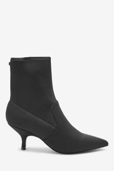 Forever Comfort®低跟襪靴