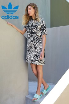 Vestido estilo camiseta con estampado animal de adidas Originals