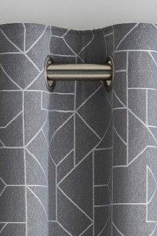 Жаккардовые шторы с люверсами и геометрическим рисунком