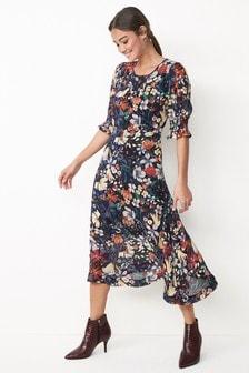 Приталенное платье миди со свободной юбкой