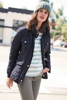 Короткая стеганая куртка с капюшоном на молнии
