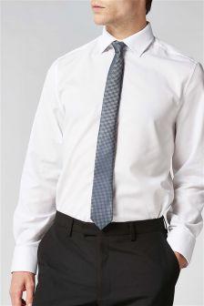 Рубашка классического кроя, галстук и платок для пиджака
