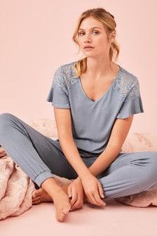 Пижама в рубчик с кружевной отделкой