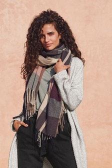 Клетчатый шарф средней плотности с кисточками