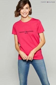 تي شيرت شعار أساسي وردي من Tommy Hilfiger