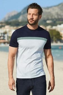 Hochwertiges T-Shirt mit Streifen auf der Brust