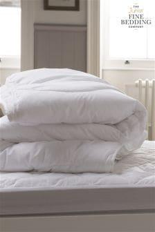لحاف صغير قابل للغسل من Fine Bedding Company