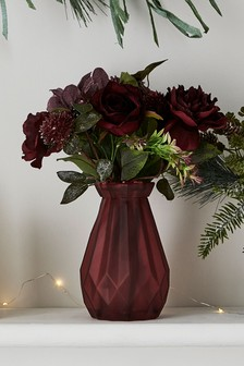 Ваза с искусственными розами