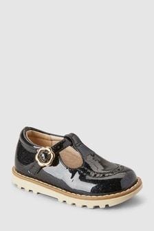 Klobige Schuhe mit T-Steg (Jünger)
