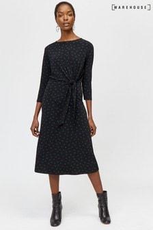 שמלת מידי מנוקדת עם קשירה בחזית של Warehouse בשחור