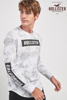 חולצת טי עם שרוולים ארוכים וכיתוב של Hollister