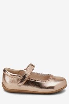 Туфли с ремешком на подъеме и фигурным мыском (Младшего возраста)