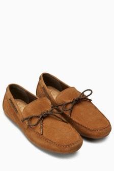 Замшевые мокасины со шнуровкой
