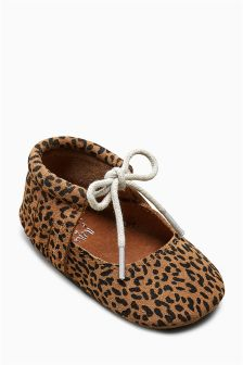 Lace-Up Pram Shoes (Younger)