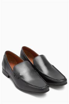 Туфли с длинным язычком и овальной вставкой