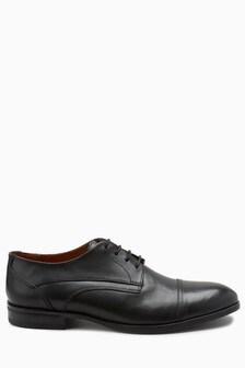 حذاء محدد عند الأصابع