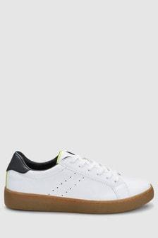 Кроссовки на шнурках и каучуковой подошве