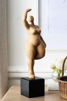 פסל אישה
