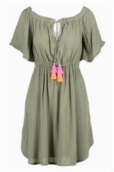 Schulterfreies Kleid mit Zierquastendetail