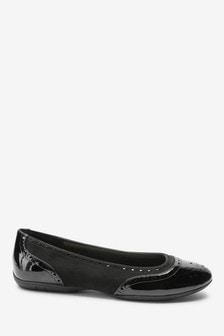 נעלי בובה בסגנון אוקספורד