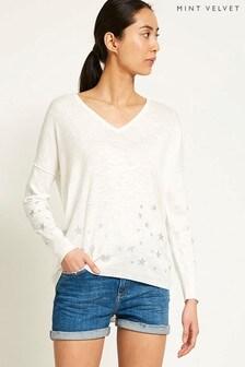 Biały, dzianinowy sweter w srebrne gwiazdy typu cocoon Mint Velvet