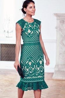 Кружевное платье с расклешенным подолом