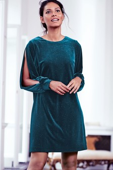 Бархатное цельнокроеное платье с блестками