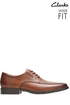 Clarks Wide Fit Tan Tilden Walk Shoe