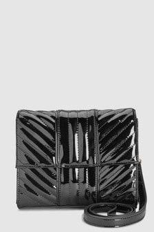 Лакированная стеганая сумка через плечо