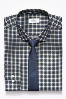 Комплект из приталенной рубашки в клетку и галстука