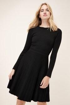 שמלה בגזרה מתרחבת