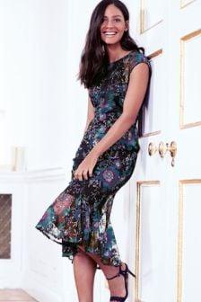 Платье с вышивкой и асимметричным подолом