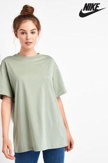 Nike Essentials Boyfriend Fit T-Shirt