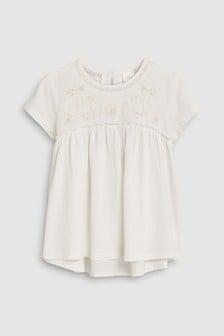 חולצה רקומה עם שרוולים קצרים (גילאי 3 עד 16)