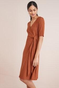 שמלת מעטפת עם טקסטורה