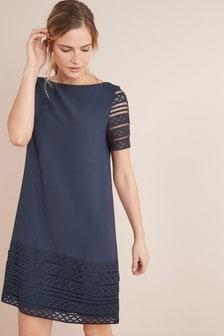 שמלה עם עיטור תחרה
