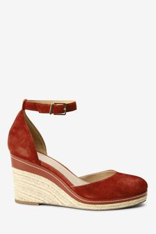 Forever Comfort Leather Closed Toe Wedges