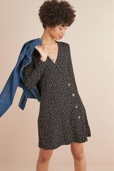 Платье на пуговицах с длинными рукавами и запахом
