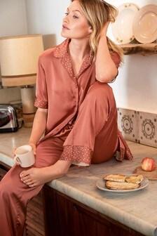 Satynowa piżama na guziki