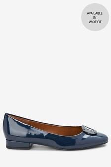 Туфли с декоративными пряжками