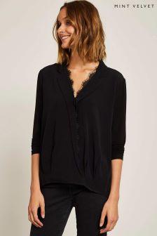 חולצה עם שולי תחרה ומעטפת בחזית של Mint Velvet בשחור